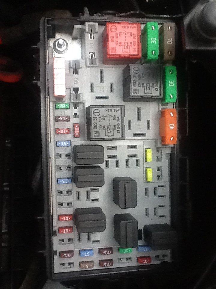 Corsa D] [06-14] - Fan heater & fusebox diagram | Vauxhall ... on vw golf fuse box, bmw 5 series fuse box, fiat stilo fuse box, vw passat fuse box, volvo s80 fuse box, land rover discovery fuse box, bmw e30 fuse box,